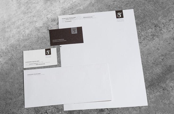 Feines Briefpapier für Ihre Geschäftsausstattung mit individueller Veredelung wird im Offsetdruckverfahren hergestellt.