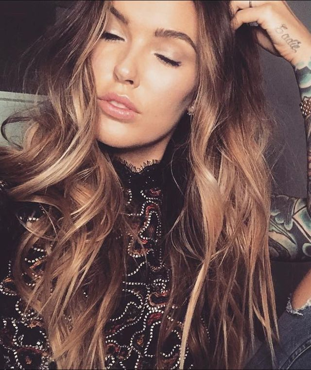 25 Caramel Hair Colors Celebrity Colorists Are Seeing Everywhere Hair Color Caramel Caramel Hair Butterscotch Hair Color
