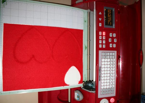 Cutting Felt With Your Cricut {Tutorial}: Cricut Mad, Cricut Felt, Felt Hearts, Cricut Help, Cricut Tutorials, Cut Fabrics, Heart Cut, Cricut Machine, Felt Letters