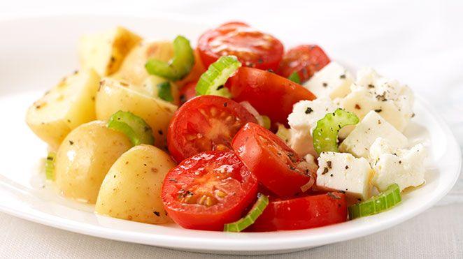 Salade de pommes de terre rouges, blanches et bleues
