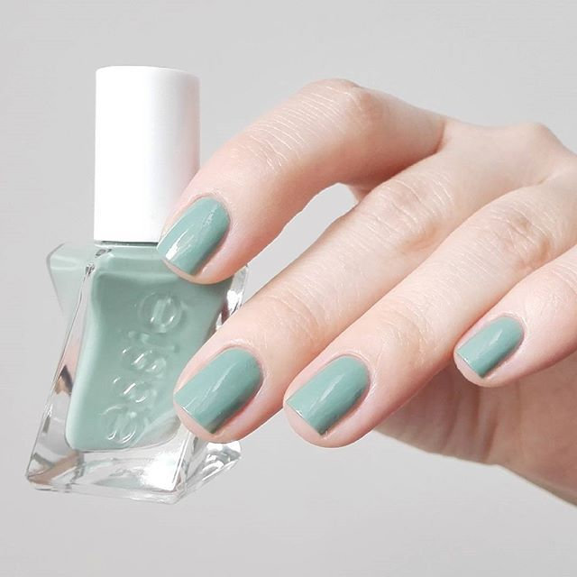 Gorgeous gel couture mani in 'beauty nap' -- a dreamy gray-moss long-lasting nail polish