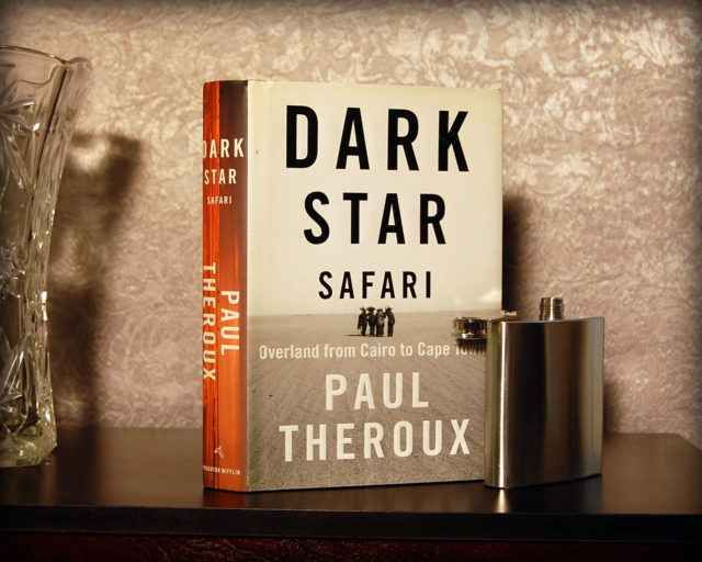 Dark Star Safari, il libro di Paul Theroux sul viaggio dal Cairo a Città del Capo L'idea è andare dal Cairo a Città del Capo via terra, attraversando tutti i Paesi della costa orientale, viaggiando con e come gli africani, servendosi di treni o di battelli fluviali per scendere lu