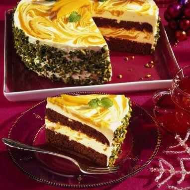 Weihnachtliche Torte mit ein Joghurt-Creme und Mango