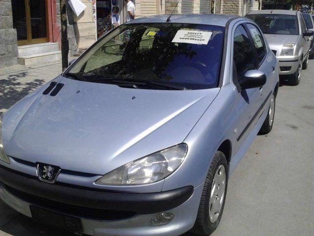 Durres, shitet PEUGEOT 206 2002 - 2500 EUR  Qindra makina ne shitje
