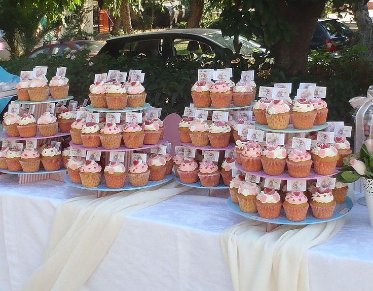 Στολισμός τραπεζιού γλυκών και ζαχαρωτών με cup cakes. Vintage στυλ και ροζ αποχρώσεις σε μια γλυκιά απόλαυση που θα δοκιμάσουν όλοι οι καλεσμένοι σας