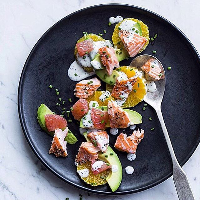 Fresh flavors of this Salmon & Citrus Salad with Poppy Seed Dressing give a boost to your day @justinchapple @evakolenko @natashakolenko  #hungerlust #salmon #citrus #fall #avocado #fresh #cleaneating #healthy #foodie #recipe #foodblogger #foodwriter