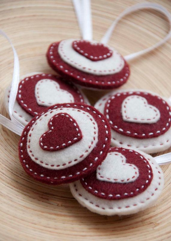 Round felt ornaments - set of 5 circles in red and white