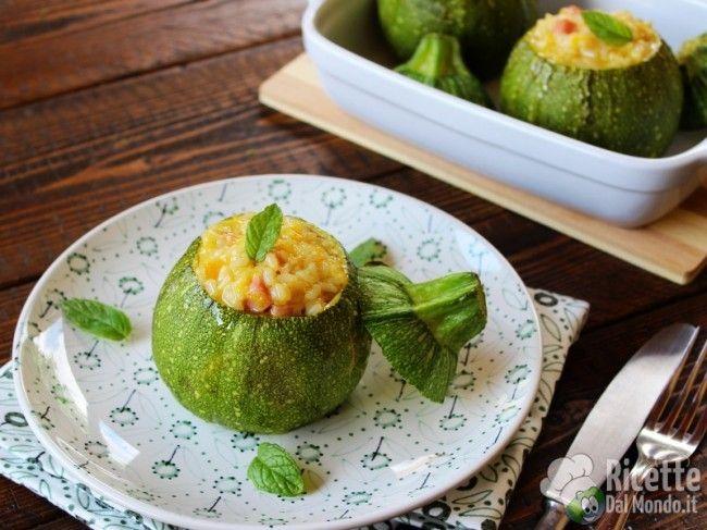 Zucchine tonde ripiene di riso  Un semplice primo piatto con un sapore incredibilmente buono! http://bit.ly/Zucchine-tonde-ripiene-di-riso