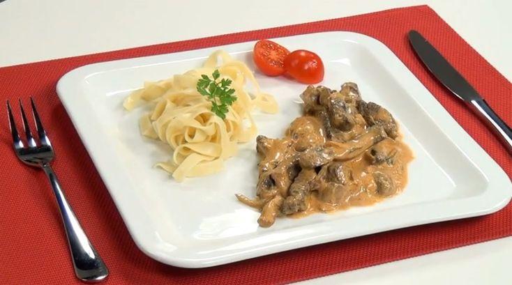 Hovězí Stroganoff nebo hovězí Stroganov je původem ruský pokrm pocházející z 19. století, první známý recept na hovězí Stroganoff po