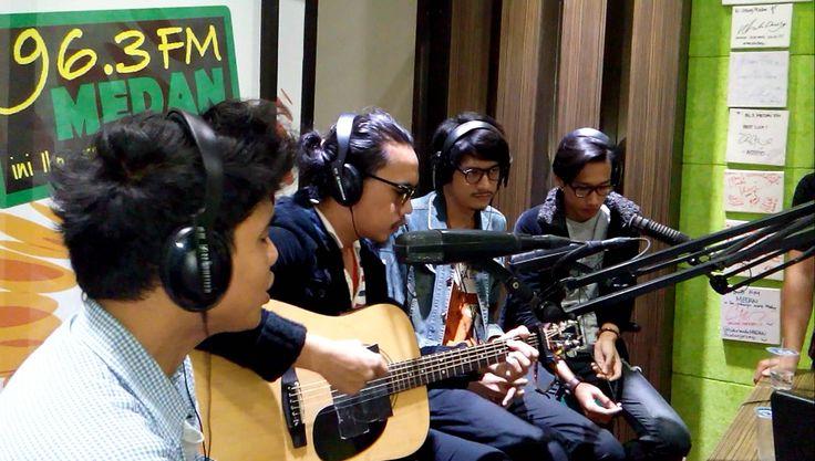 DEGA - Memory (Live acoustic on air at 96.3 Medan FM)