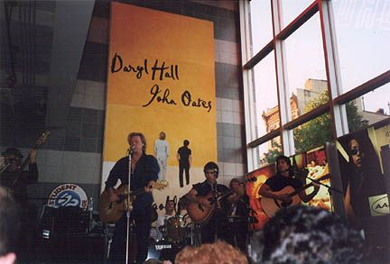 Hall and Oates at Tower Records, 10/1/97 <3