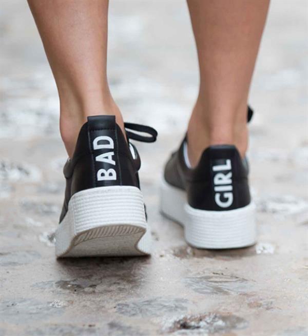 Tango Sneakers model Emma 26-b. Voor alle 'bad girls'! Koop nu deze coole sneakers. Deze schoenen met uitneembaar voetbed lopen als engeltjes, ondanks dat je er zelf erg stout bijloopt ;-) Tango sneakers collectie zomer 2017. Shop direct online!