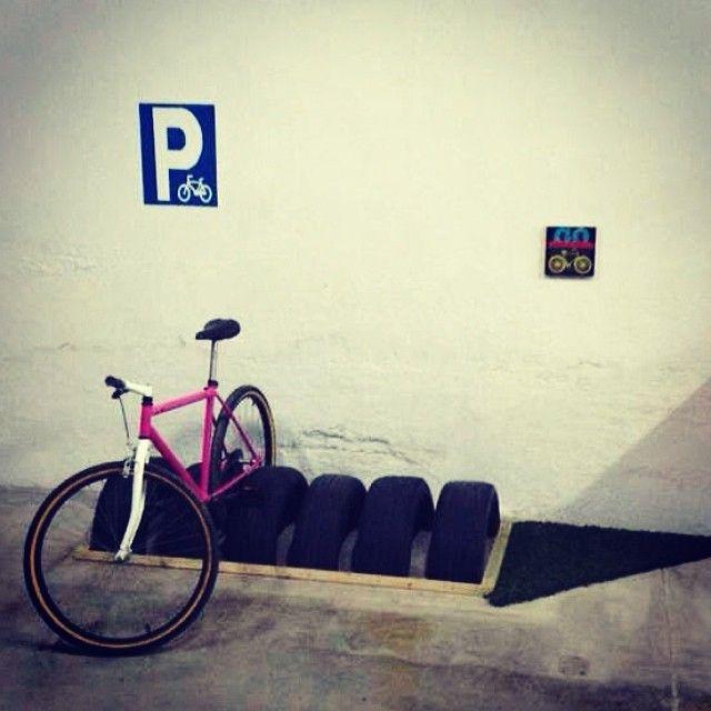 Parking de bicis... www.lapetitemaisonlaboratoridart.com www.facebook.com/lapetitemaison.laboratoire