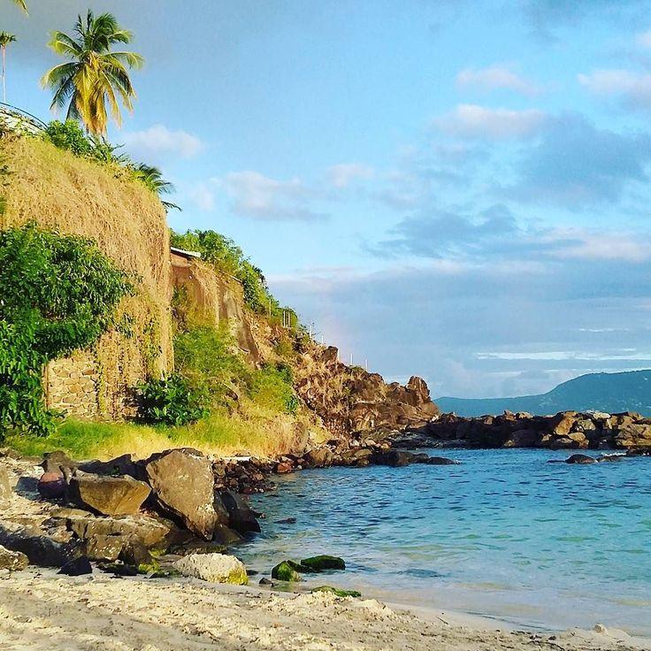 """#Madinina vue par @chitouli: """"Golden hour plage Batelière #Madinina #caraibes…"""