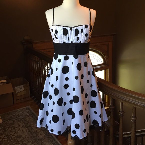 """B. Smart black and white polka dot dress Black and white polka dot dress. Black tulle peeking out from the bottom. Sash to hem is 21"""".  97% cotton, 3% spandex. Worn once. Perfect condition. B. Smart Dresses"""
