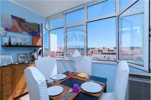 Lisboa, Ajuda. Apartamento T2 remodelado, com 100 m2 e vista de rio. Vendido em Setembro de 2015 por 155 mil euros. Vendido por Diogo Neto.