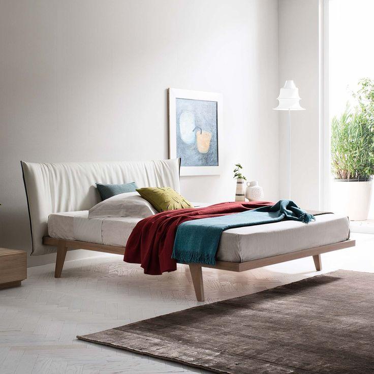 Isaac Bett mit bezogenem Kopfteil im modernen und sauberen Design