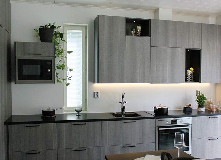 I'm so sick of the overflow of white kitchens that this grey kitchen was such a refreshing view!