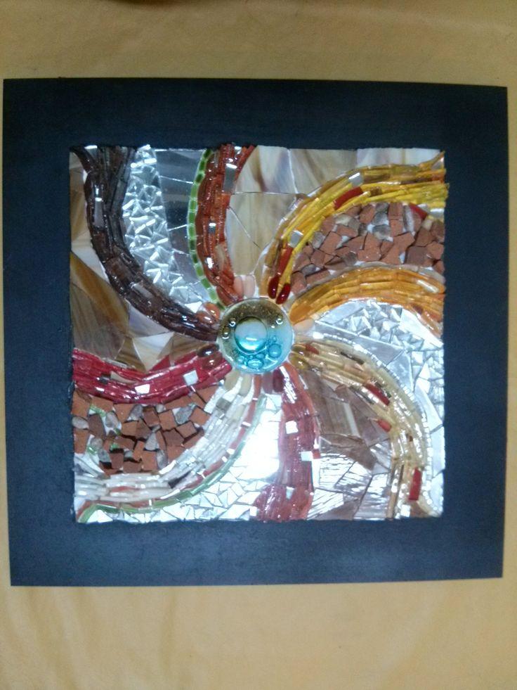 El Remolino de la Vida Cuadro realizado en vidrios, espejos, terracota, pieza de vitorfusión y pintura acrílica
