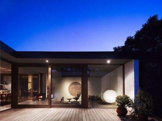 Merricks Beach House / Kennedy Nolan Architects  © Derek Swalwell