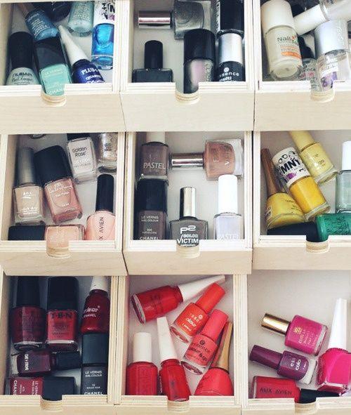 Organize your nailpolish! Idea two... organize by color in a drawer