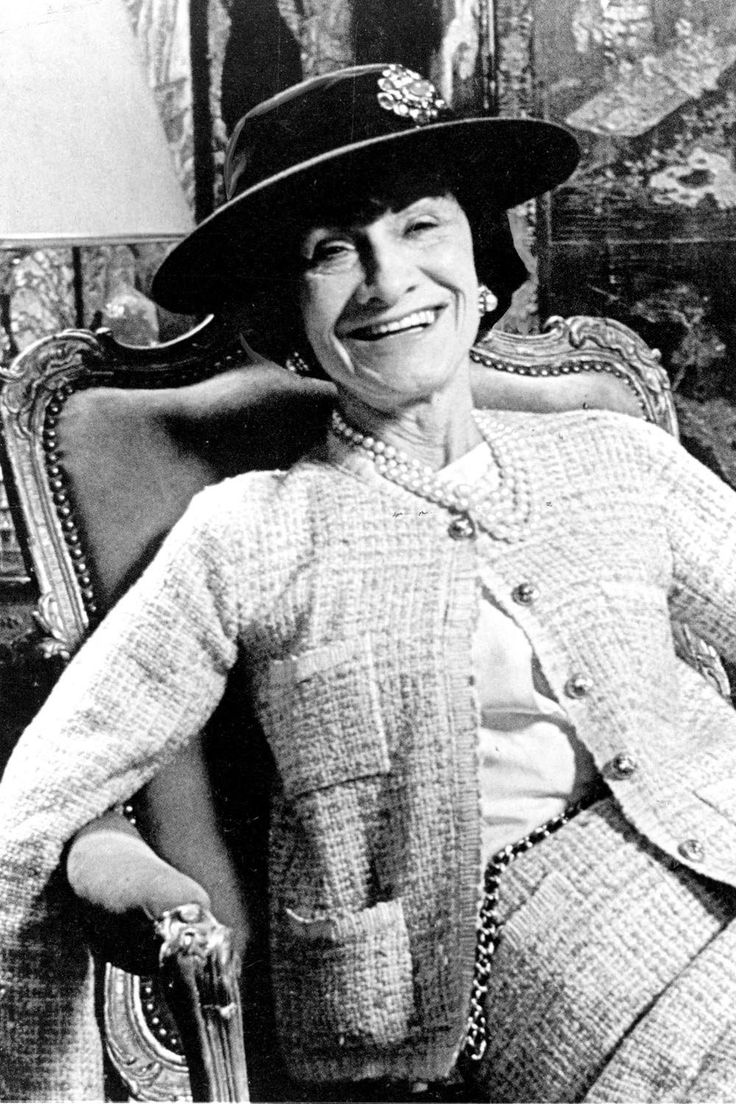 best 25 coco chanel 1920s ideas on pinterest coco chanel dresses coco chanel mademoiselle. Black Bedroom Furniture Sets. Home Design Ideas