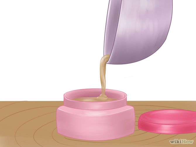 Zelf lipgloss maken met vaseline, essentiële olie en eventueel honing