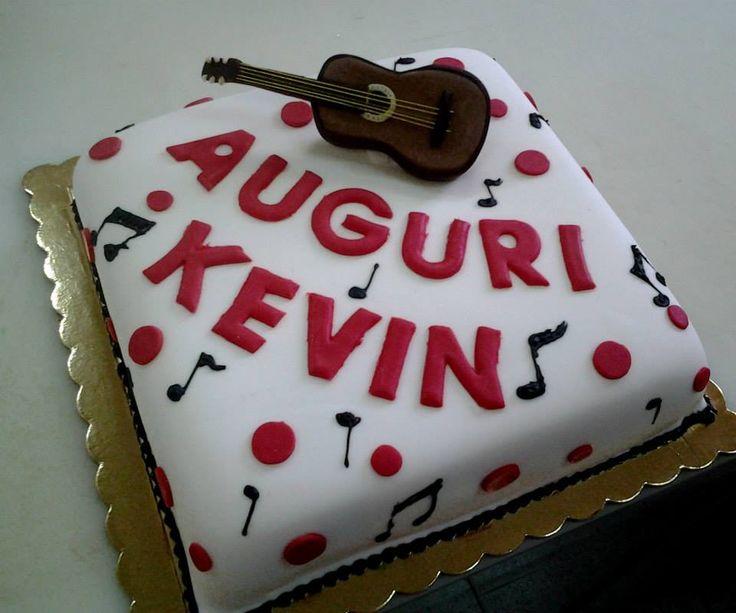 una torta musicale per un compleanno speciale! Torte Artistiche per qualsiasi evento della pasticceria La Mimosa di http://www.simocakedesigner.it