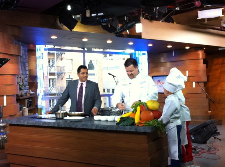Penticton Lakeside Resort's Chef Chris Remington and his children visited the CTV Morning Live studio to show Aamer Haleem how to make Roasted Spaghetti Squash.     Full interview: http://bc.ctvnews.ca/recipes/roasted-spaghetti-squash-1.1483875