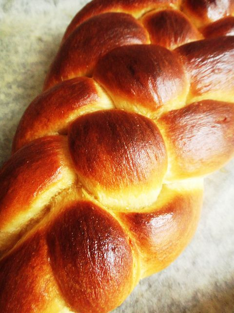 Oh this challah is making me want to buy a bread machine to replace ...