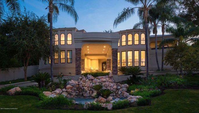 Trevor Ariza, Houston Rockets forward, recently listed his Tarzana, California home for $3.5 million.