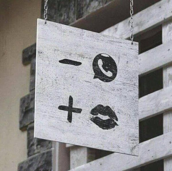 - Telefono + Besos #accion #calle