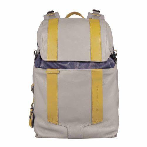 Niezwykle oryginalny i funkcjonalny plecak z kolekcji Wassily. Posiada on dodatkowy pasek na ramię dzięki czemu może być noszony nawet jako torba. PLECAK PIQUADRO NA KOMPUTER SZARY PQCA3343WA/GRB Sklep Multicase24 #Piquadro #Multicase #butikmulticase #Wassily #AtriumPromenada #fashion #backpack #Mensfashion #plecak http://multicase24.pl