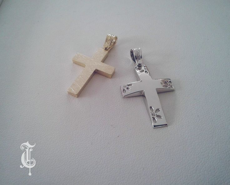 κωδικός προϊόντος από αριστερά: 1.2.1068 και 1.1.1000 σταυροί βάπτισης, βαπτιστικοί σταυροί Τριάντος, gold crosses jewelry, www.triantos.gr