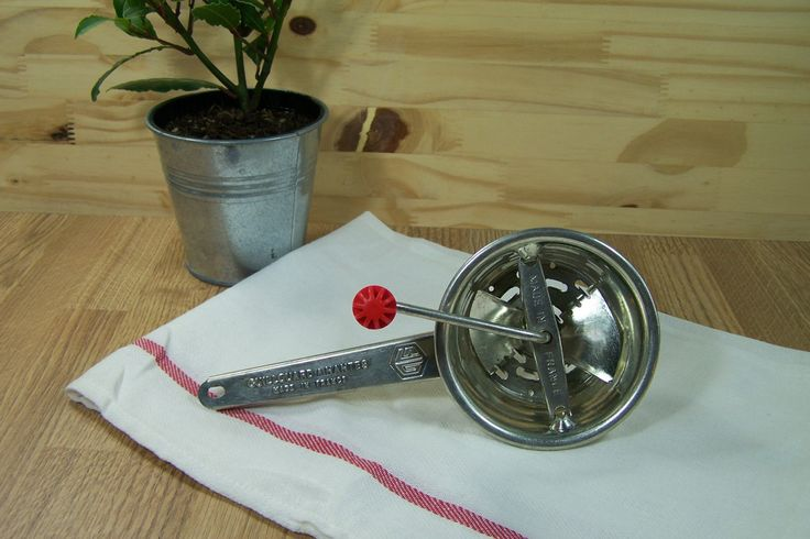 Mini hache-tout manuel Guillouard pour aliments solides, durs vintage| Diamètre 10 cm | Nantes Made in France de la boutique LovelyFrance sur Etsy