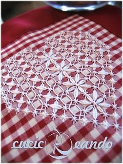 broderie suisse doily