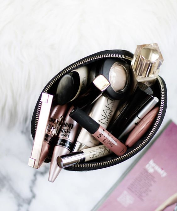 Was unbedingt in den Clutch-Bag-Tricks zu haben ist: Was sollte man nicht verpassen (Tippe die Wattestäbchen!)