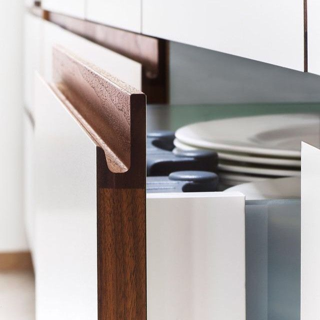 handleless kitchen cabinet detail