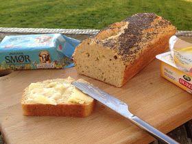 Undgår du kulhydrater men savner hvidt franskbrød til rejemaden, stjerneskud, Pariserbøf, et stykke med laks eller en toast med skinke og ost eller bare en ostemad, så finder du lowcarb brødopskriften på CDJetteDCs LCHF