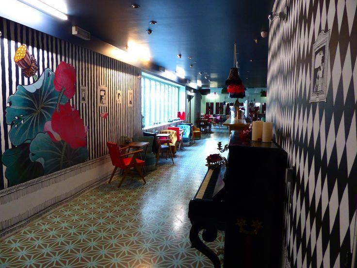 http://www.lamachinedumoulinrouge.com/le-bar-a-bulles
