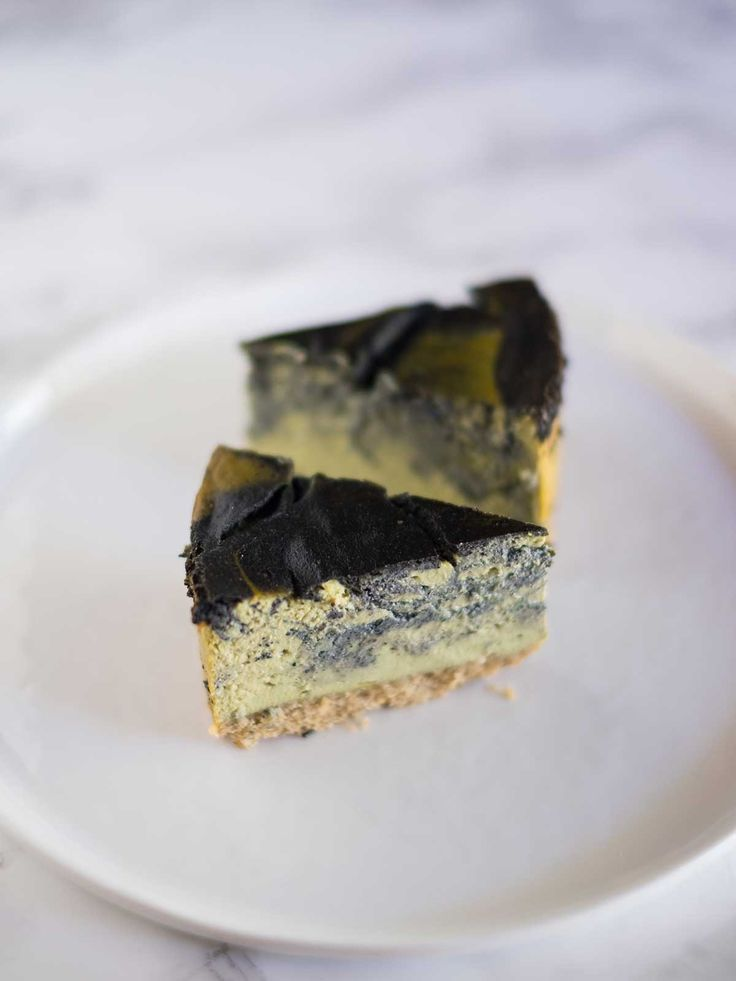 Cheesecake-di-tofu-con-matcha-e-sesamo-nero---Lovely-Matcha