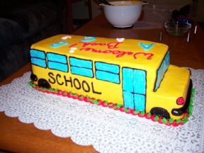 School Bus Cake Bus Cake And School Buses On Pinterest