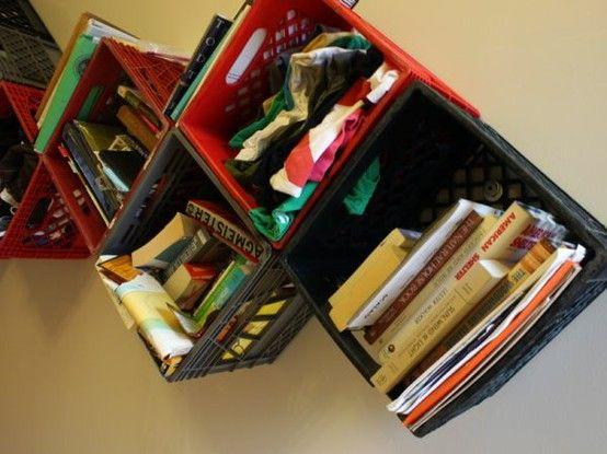 Libreria da parete 'Cassette in plastica'