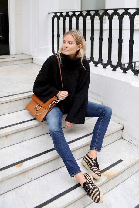 Un look d'automne avec des chaussures rayées