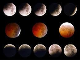 69 - ECLIPSE LUNAR - En cuanto al extraño color que adquiere la superficie de la Luna vista desde la Tierra, tiene explicación física: la atmósfera del planeta, que se extiende unos 80 kilómetros más allá del diámetro terrestre, actúa como una lente, desviando la luz del sol, al tiempo que filtra eficazmente sus componentes azules, dejando pasar solo luz roja que finalmente será reflejada por la Luna, dándole un resplandor cobrizo.
