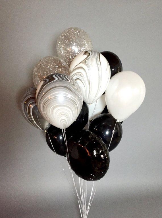 Wunderschönen riesigen Ballon Blumenstrauß voll von schwarz, weiß, marmoriert und Konfetti Ballons.  Blumenstrauß enthält 18 Ballons: 9 (11 Zoll) feste Luftballons 3 (11 Zoll) Marmorierte Ballons 3 (11 Zoll) Silber - oder - Gold Konfetti Ballons 3 (18 Zoll) Mylar-Ballons * Ballons Schiff abgelassen.  Perfekt für Parties, Fotoshootings und überall Sie möchten eine klassische Erklärung abzugeben.  Genießen Sie kostenlosen Versand! Bitte beachten Sie: Aktuelle Produktionszeit ist 3-5 Werktage…