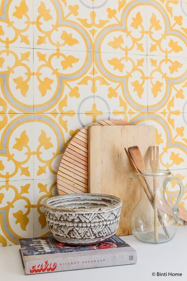 Gelbe portugiesische Fliesen in der Küche - Kitchen Home ...