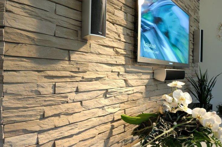 Das passt einfach gut zusammen. Media und moderne Wandgestaltungen aus Stein.