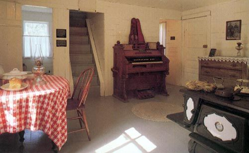 Laura Ingalls Wilder - DeSmet, SD home. Interior of the surveyor's house where the Ingalls family spent the winter.