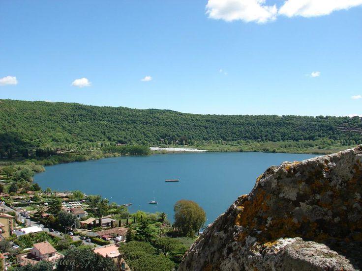 Per Pasqua vieni al Lago!  Profumo di Primavera.  Hotel ? B&B ? Relax in Piazzetta Home holidays sul lago vicino Roma